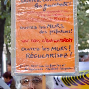 Francia: La desmaterialización de los trámites para los extranjeros: el muro del silencio